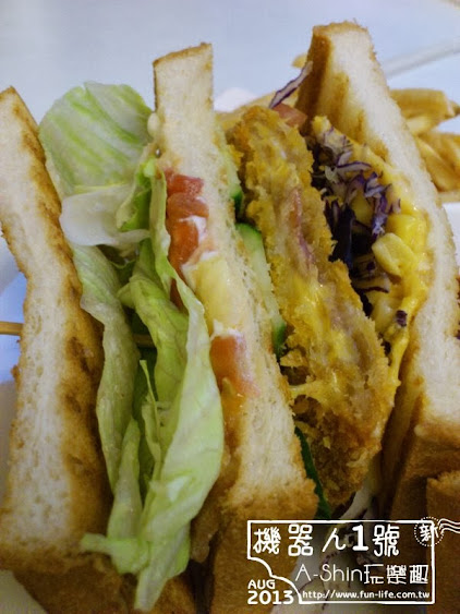 台中機器人餐廳:ROBOT STATION(鐵皮駅)-義式爆漿起司豬排三明治