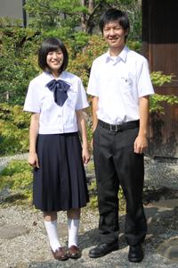 天理高等学校の女子の制服4