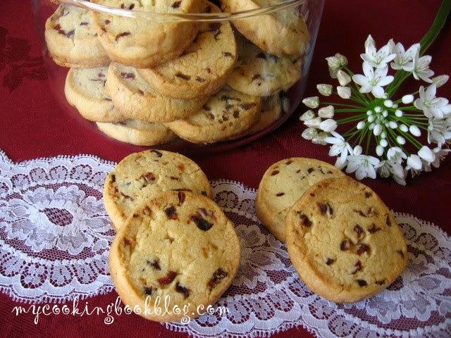 Маслени бисквити със сушени боровинки