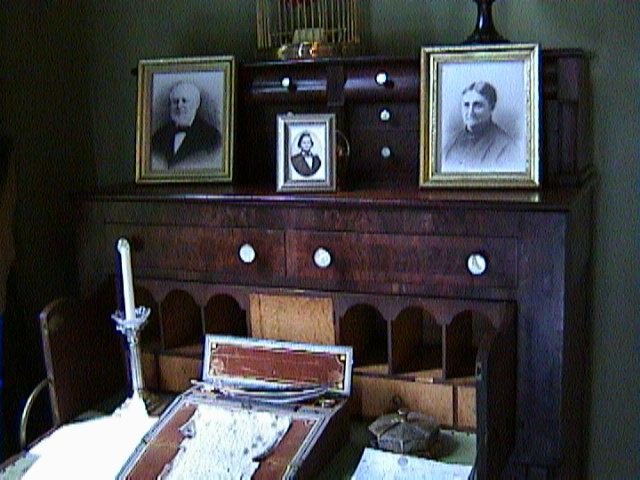 0240Inside_a_Southern_Mansion_-_New_Orleans