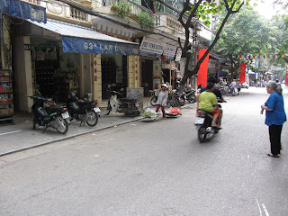 0035The_Streets_of_Hanoi