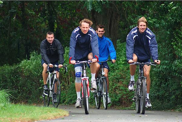 Volleybalteam Knack Roeselare fietst mee tijdens West-Vlaanderens Mooiste