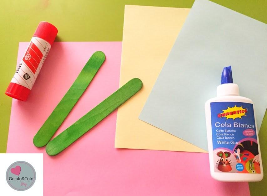 abanico-folios-colores-palos-helado-diy-manualidades-niños-verano