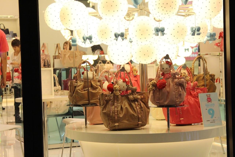 *Samantha Thavasa x Hello Kitty 艾咪包:耶誕大使王陽明挑起你的少女心! 2