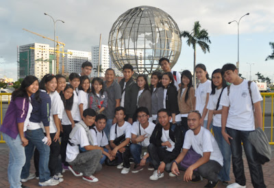 MCCID Pampanga Campus pose in front of SM MOA globe.