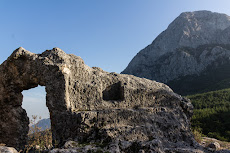 There are also ruins here in the mountains...