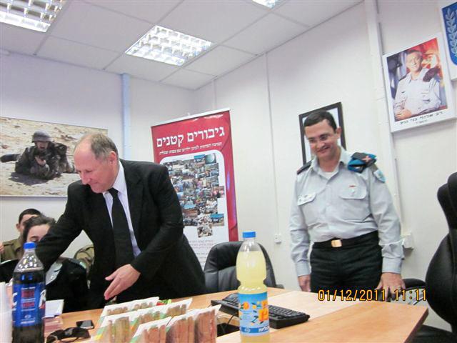 ארוע  עם קצין השלישות תאל אריה דהן 01.12.12 010