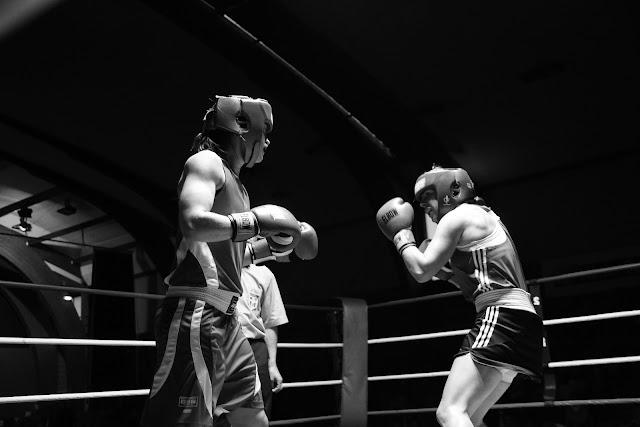Oshin Derieuw op boksmeeting in Frankrijk