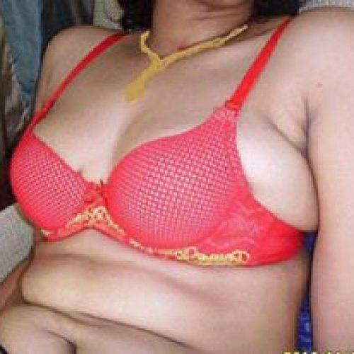 Rutu-bhabi-plump-boob.jpg