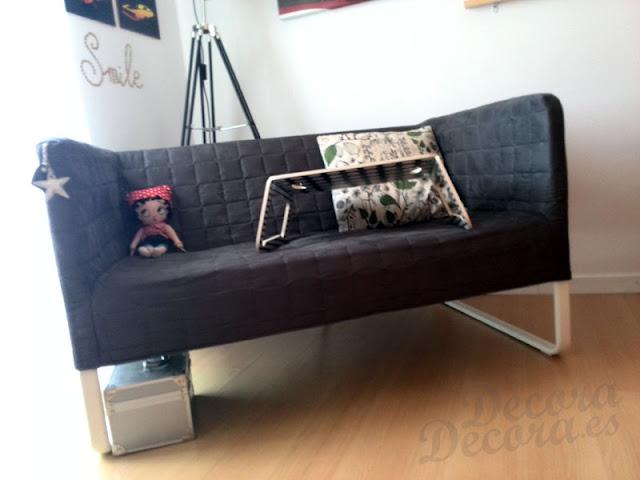 Sofá IKEA.