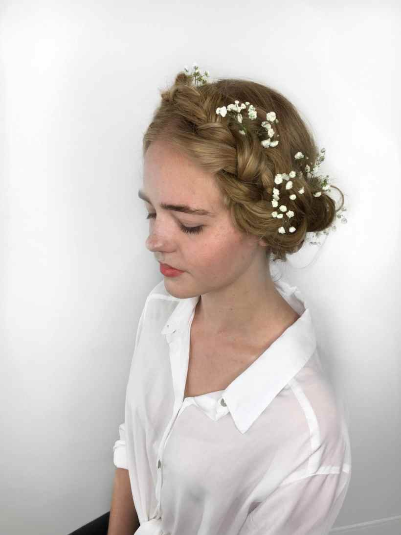 Wedding updos for continued hair: Sweet and innocent, like a animation of beginning bounce air.