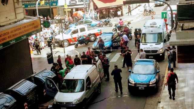 Robo, persecución y tiroteo en plena Av. Corrientes