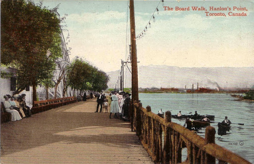 postcard-toronto-island-hanlans-point-the-board-walk-hanlons-point-crowd-and-boaters-1910s