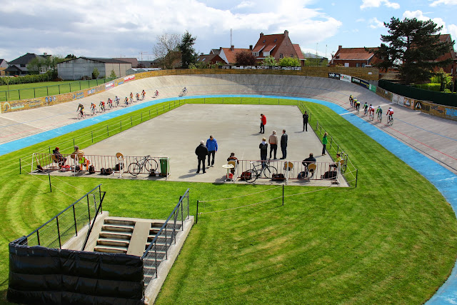 training op de wielerpiste Defraeye-Sercu in Rumbeke