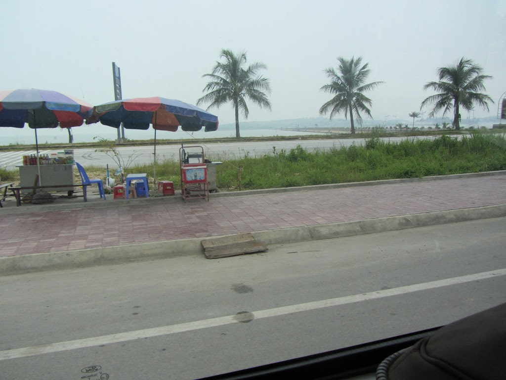 0036Road_to_Halong_Bay