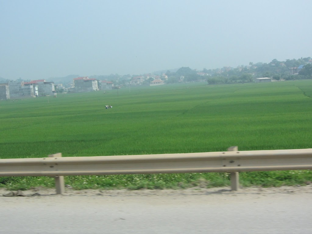 0023Road_to_Halong_Bay