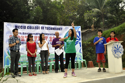 Sign language students as special guest judges in Cheerdance Contest