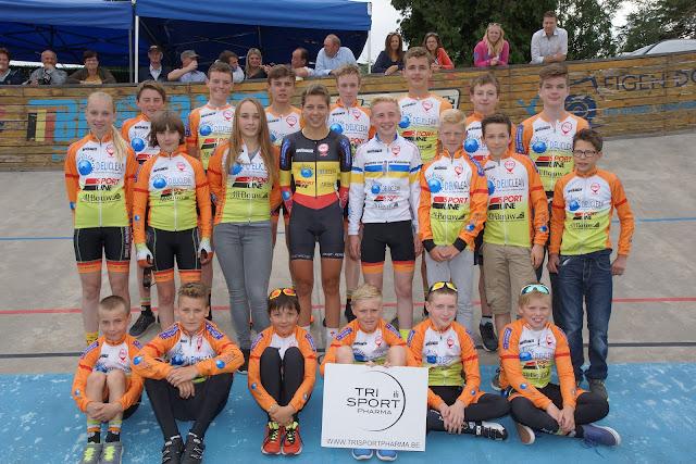 jonge renners Roeselare op de wielerpiste in Rumbeke