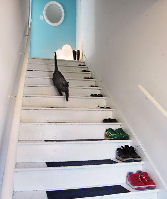 Cómo ordenar zapatos en una escalera