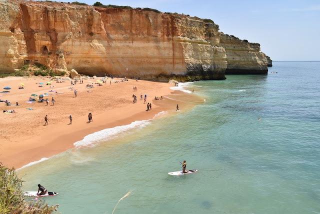 aunque si no tienes tiempo ganas o dinero para la excursin no te preocupes relajarte en esta playa baarte en sus aguas o recorrer los alrededores a