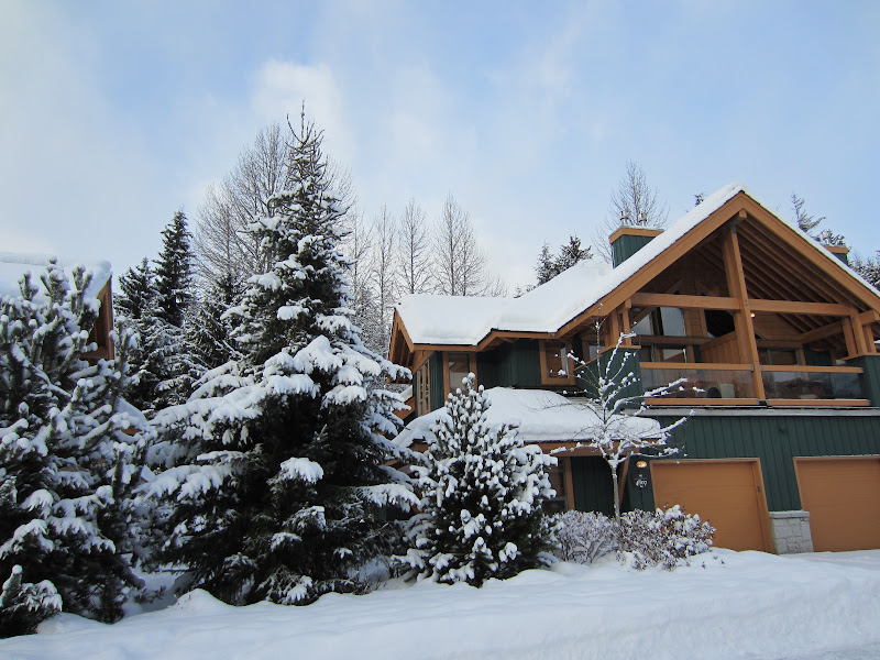 Whistler Montebello Luxury Rental Exterior Photo in Winter