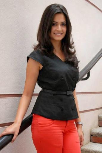 Kriti Kharbanda Body Size