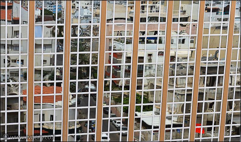 Жизнь в стеклах | Mirrored life | החיים במראה