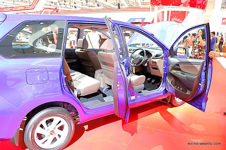 Grand New Avanza mobil keluarga bahagia