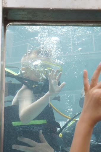 initiatie duiken in een duiktank