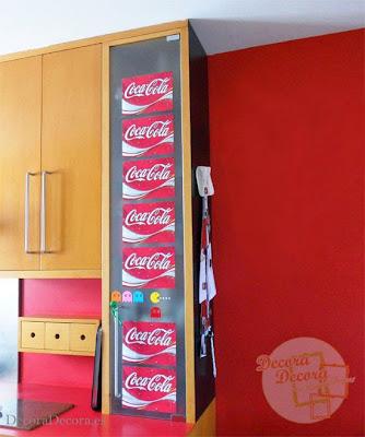 Decorar con el logo de Coca Cola.