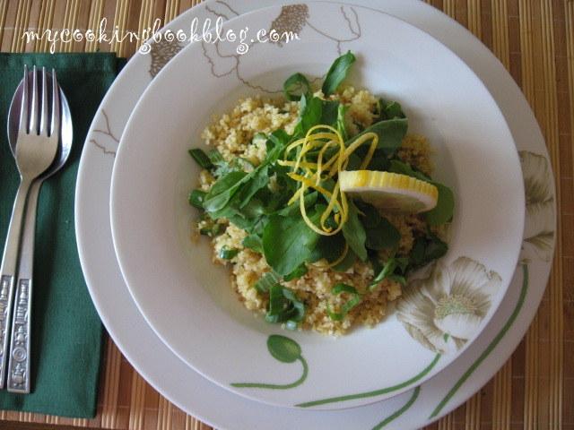 Салата от булгур със зелен лук, рукола и лимон
