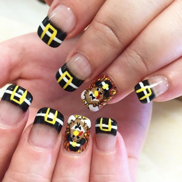 Some of them accept turkeys, some of the nails are corrective with  appealing leaves, there are Snoopy Thanksgiving nails, and alike some Turkey  Legs ! - 13 NEWEST THANKSGIVING NAIL ART DESIGNS Fashionte