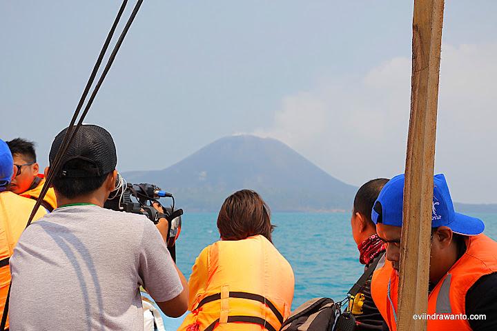 Anak Krakatau mulai terlihat