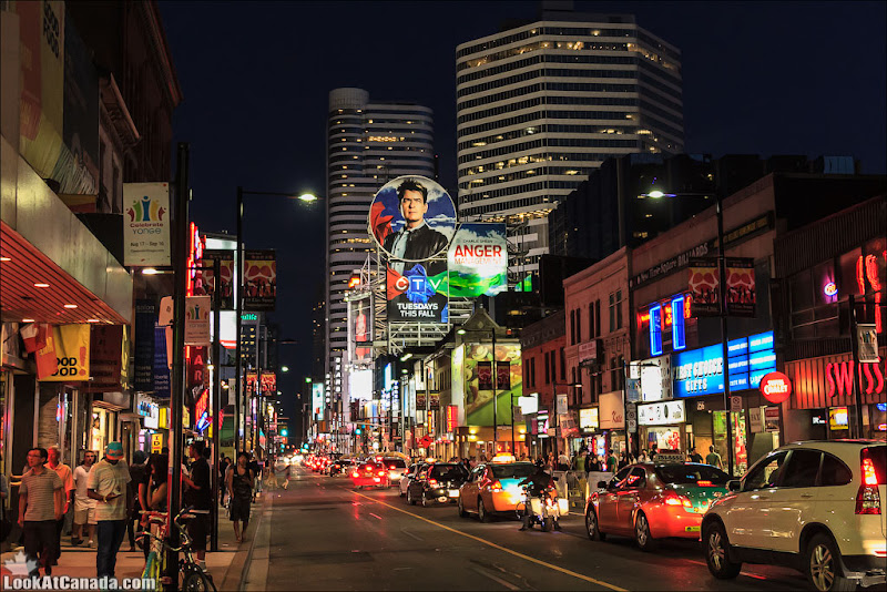 LookAtCanada.com / Toronto, Yonge street