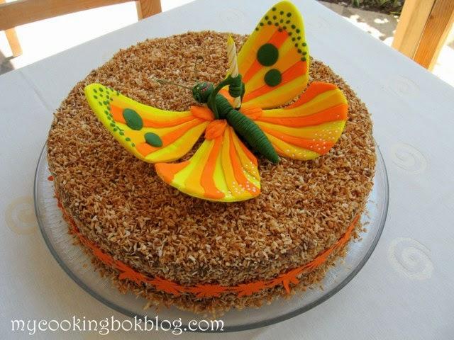 Торта шоколадово-кокосова нирвана с пеперуда от захарно тесто