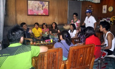 Sir Jojo interprets for the family of Regina Grace Buenaventura in Gapan City, Nueva Ecija