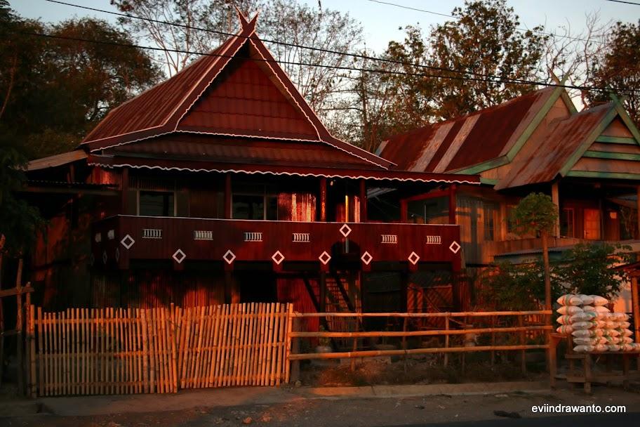 Rumah berarsitektur tradisional Suku Bugis