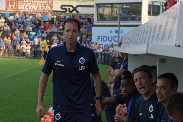 niet content op de bank bij Club Brugge