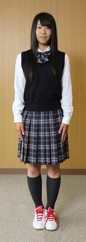 白樺学園高等学校の女子の制服2