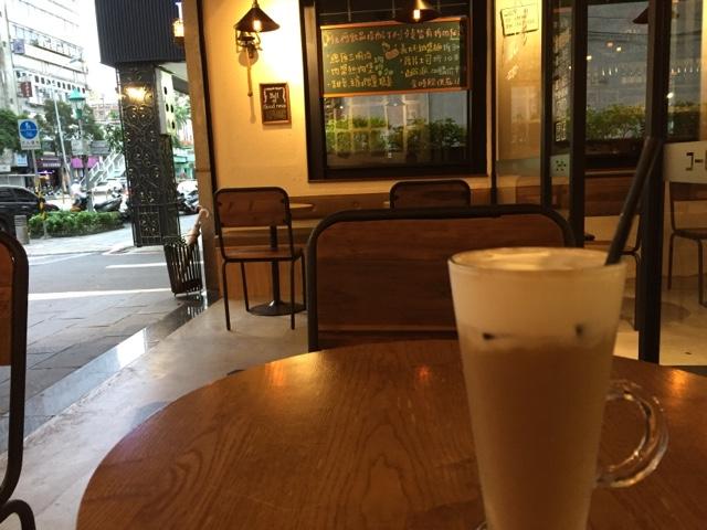 O'tree Café サイフォンでいれたアイスラテ