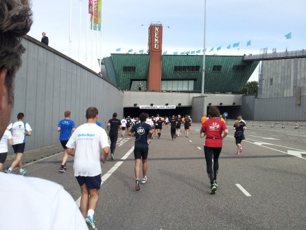 De Damloop gaat de IJ tunnel in