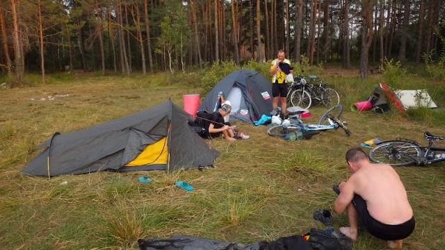 табір біля озера у Воронках