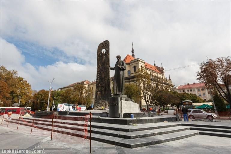 Памятник Тарасу Шевченко на проспекте Свободы | Прогулки по Львову, Блог LookAtIsrael.com путешествует по Украине