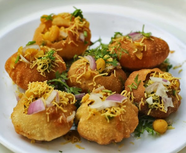 Ragda Puri Recipe | How to make Bombay Chaat Street Food Masala Poori | Mumbai Street Food Recipe From vwin徳赢官方Foodomania.com by vwin德嬴手机客户端Kavitha Ramaswamy