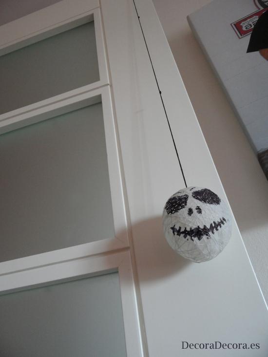 Idea para decorar una puerta en halloween for Decoracion para puertas halloween