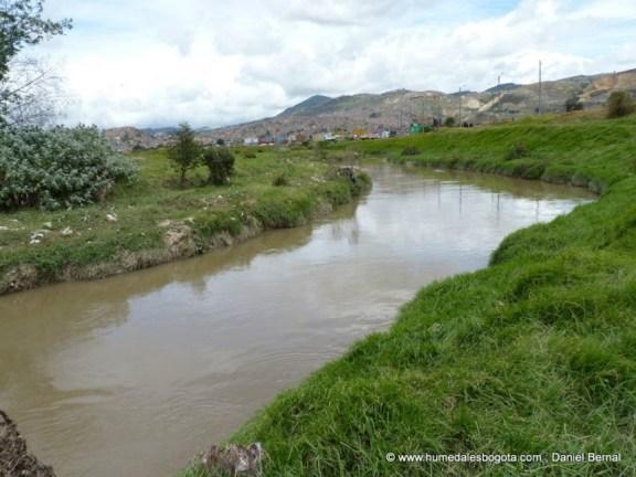 Río Tunjuelo pasando por el humedal La Libélula