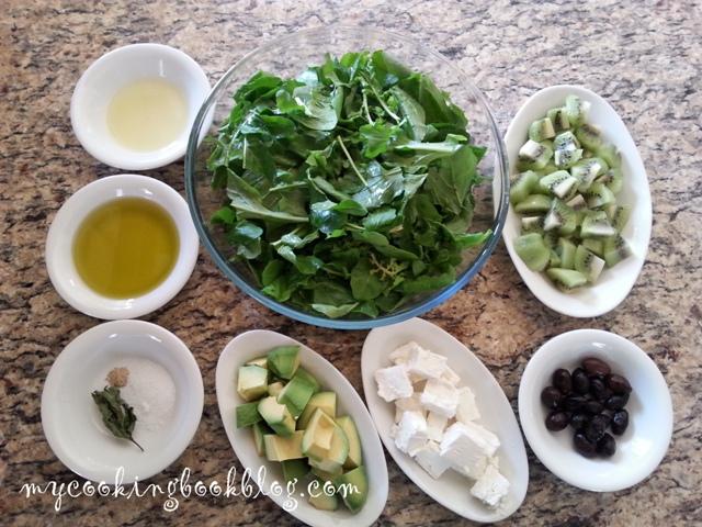 Салата с рукола, киви, зелени маслини, сирене и авокадо