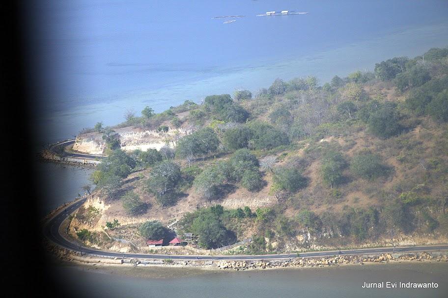 Teluk Bima dan jalan mulus yang melingkarinya