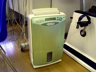 エアコンに加え、大型の加湿器も導入しています