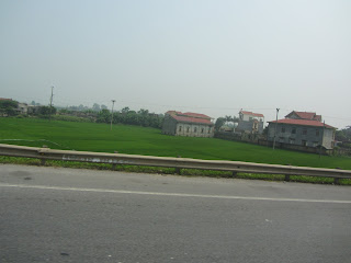 0026Road_to_Halong_Bay
